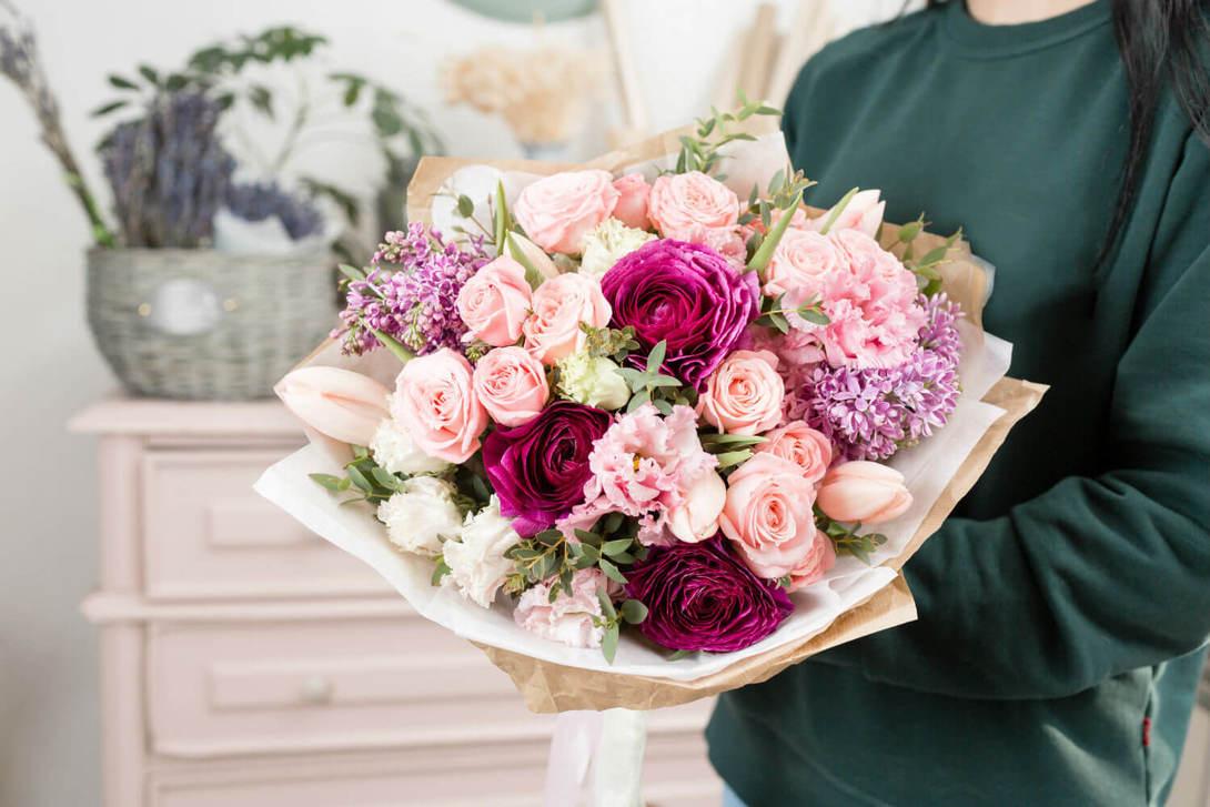 Какие цветы дарят подругам на